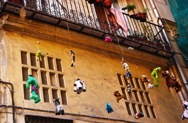Found this unusual - torn out soft-toys hanging from the balcony. But couldn't see anyone I could ask for some explanation - it was Siesta time and Valencia was under a spell!