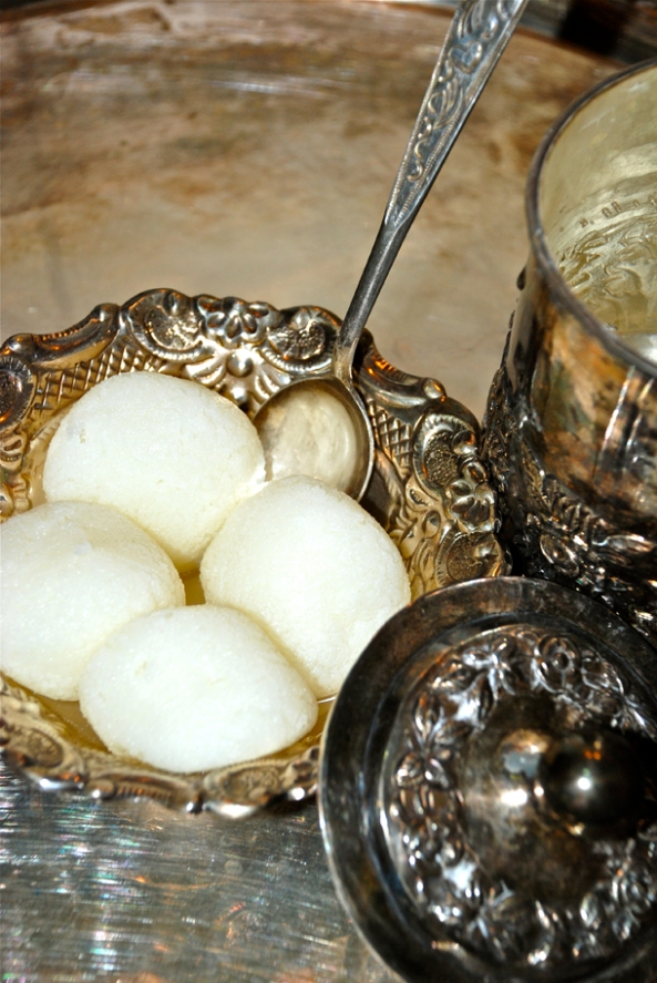 Rasgulla or Rôshogolla - perhaps the most famous of Bengali Sweets