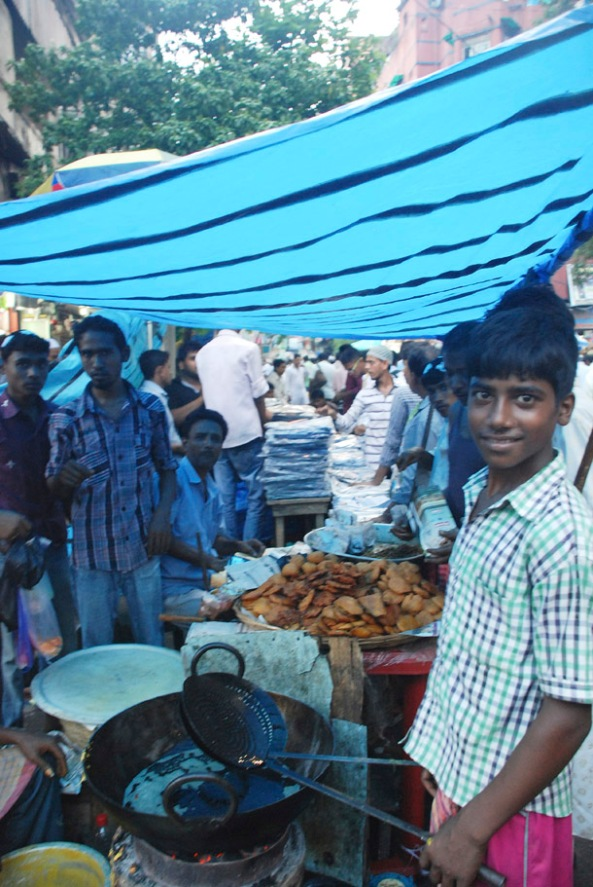 Pakodas  and other snacks being fried for Iftar; Chandni Chowk