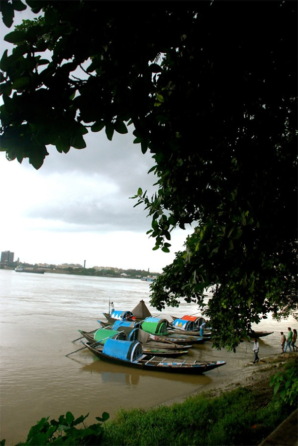 The boats lined up in Outram Ghat