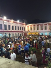 The crowd in the courtyard of Shovabazaar rajbari