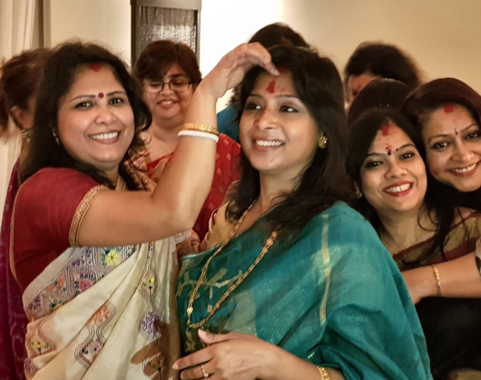 Bijoya celebrations with sindoor khela at IshitaUnblogged's home