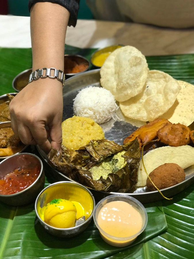 Traditional bengali cuisine all the slight details an array of traditional bengal meal forumfinder Gallery